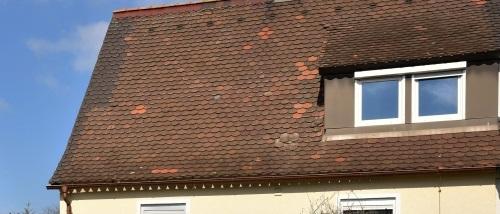 Geschlossenes Dach mit Gaube