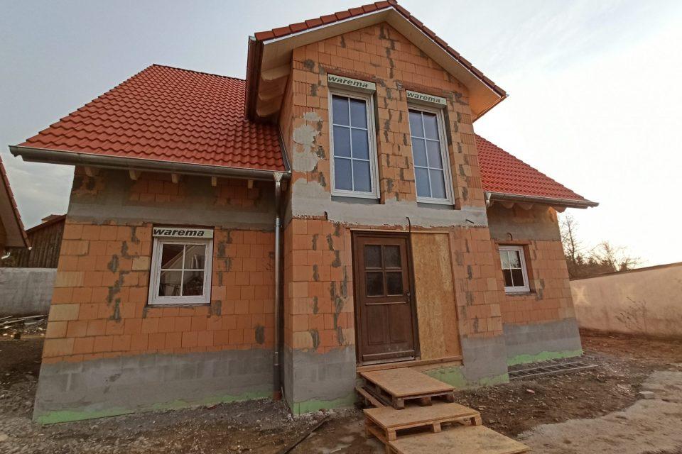 Haupteingang gemauertes Rohbauhaus